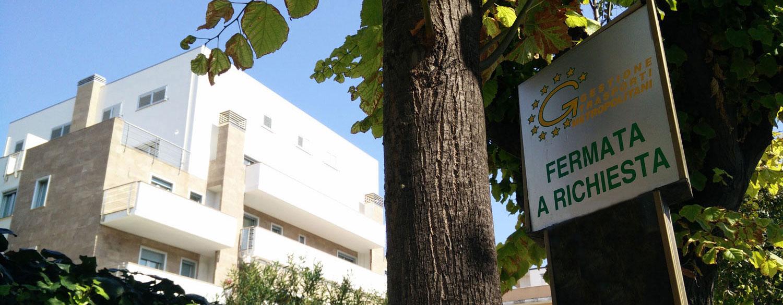 fermata-autobus-appartamenti-lido-della-sirena